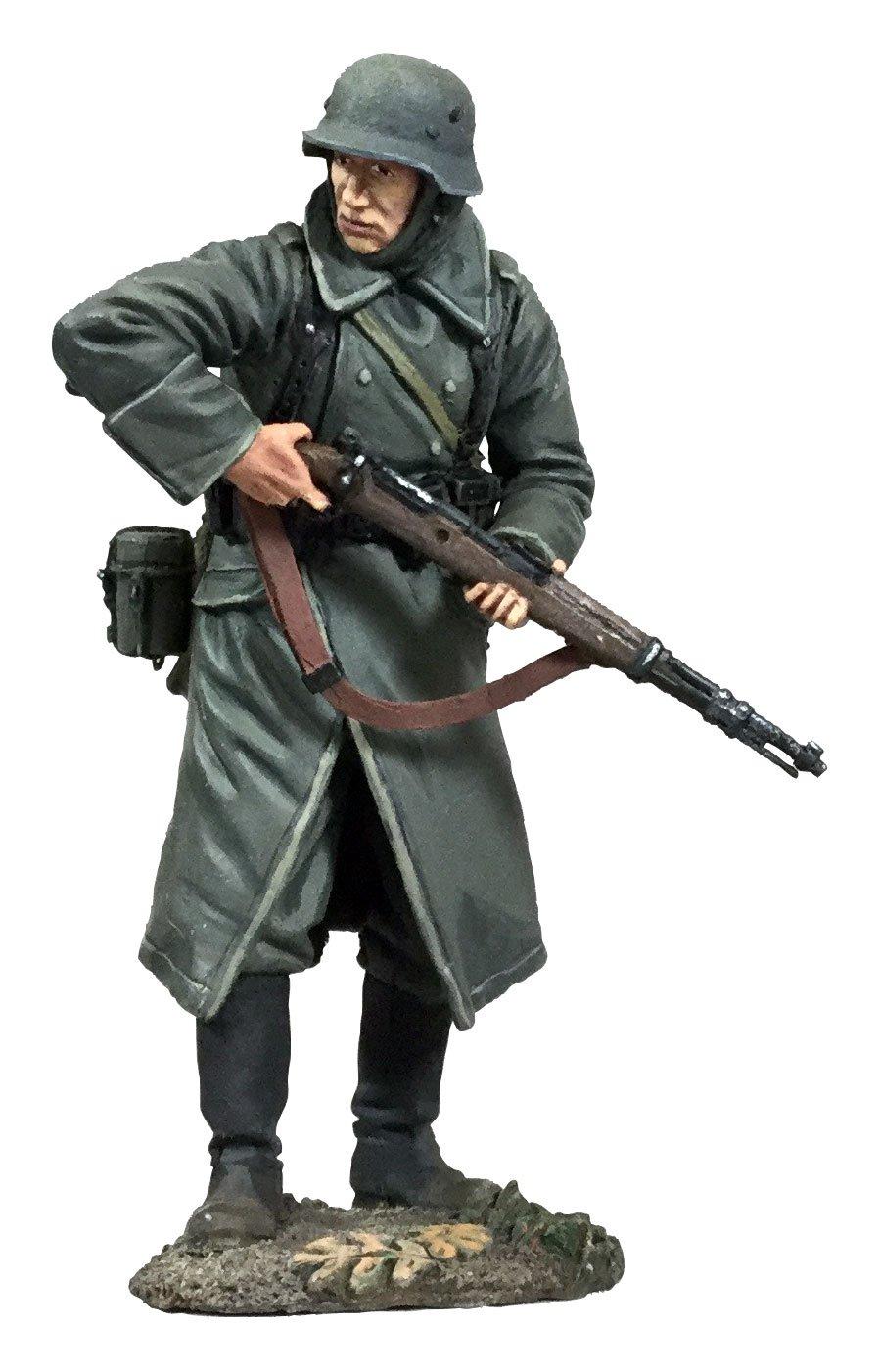 German Volksgrenadier In Greatcoat Looking Around Corner with K-98 W Britain 25058