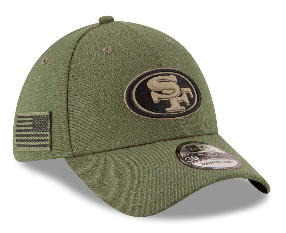 watch 18c60 f27ef Amazon.com   New Era Mens NFL 2018 Salute to Service 39Thirty Flex Fit Hat    Clothing