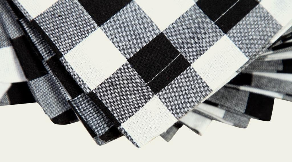 Linen Clubs Pack Of 12 Black -white 100% Cotton Yarn Dyed Gingham Check Dinner Napkins 18x18Inch,Clambake Beach party Nautical Dinner Napkins as well offered by by Linen Clubs (Image #2)