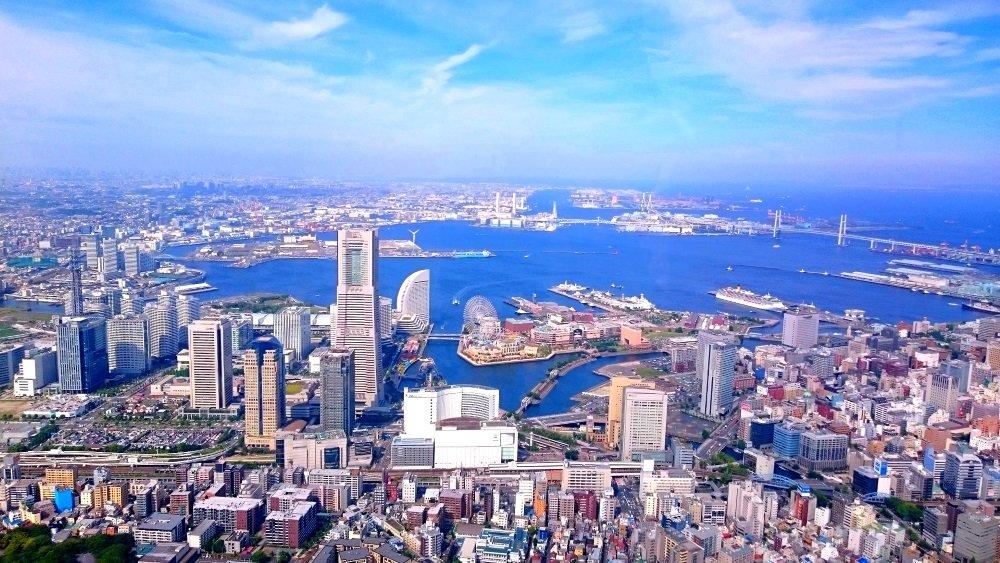 絵画風 壁紙ポスター (はがせるシール式) 横浜 みなとみらい 横浜港 風景 MM21 都市景観100選 キャラクロ YKH-009S1 (1024mm×576mm) 建築用壁紙+耐候性塗料 B01N5WJP2S
