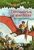 Dinosaurios al Atardecer = Dinosaurs Before Dark (La Casa Del Arbol/Magic Tree House)