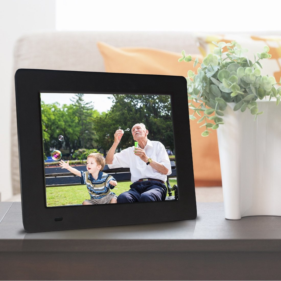 Sungale PF709-7 inch Digital Photo Frame with 0.3\