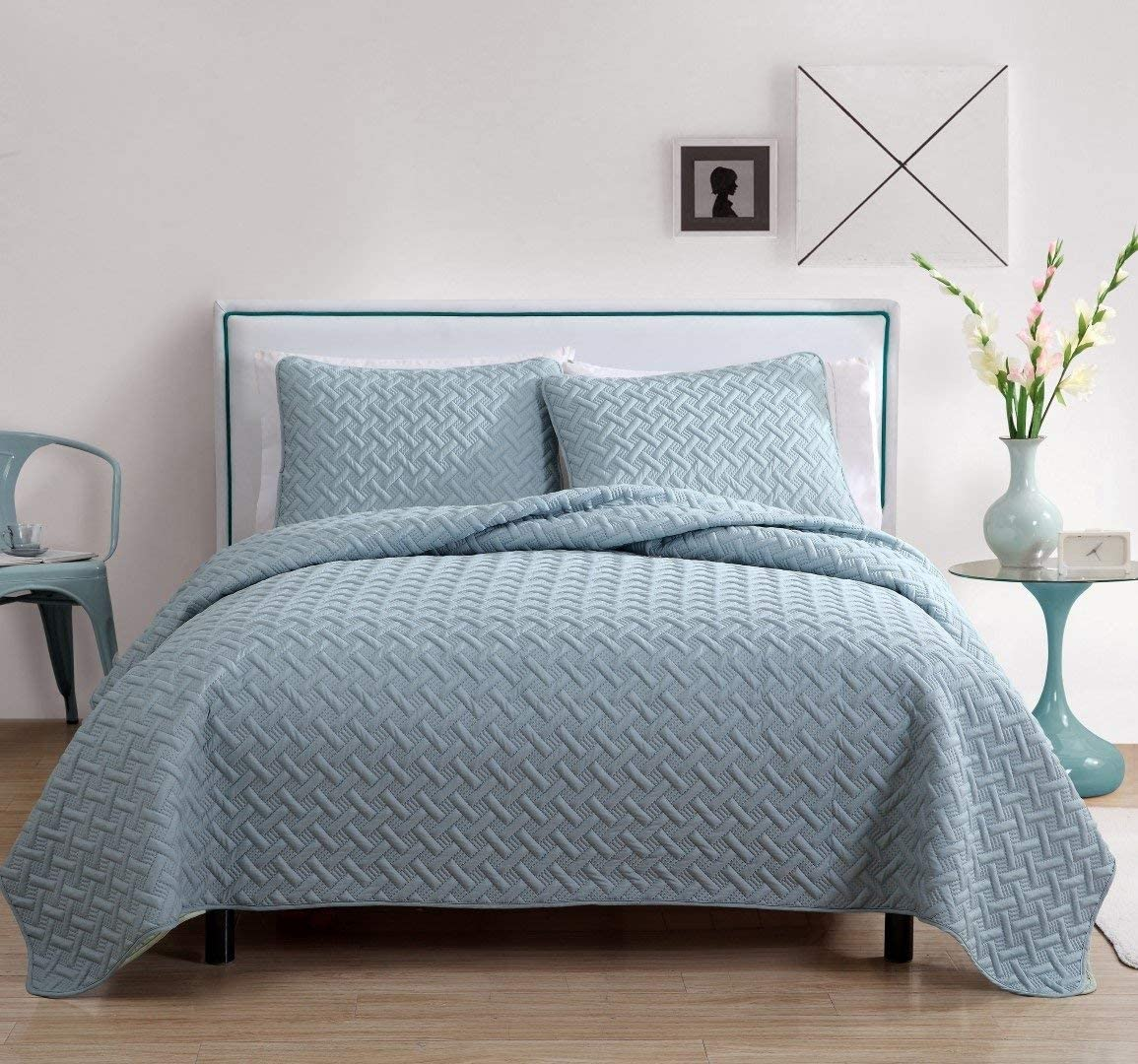 VCNY Home Nina Bedding Collection Luxury Premium Ultra Soft Quilt Coverlet, Comfortable 3 Piece Set, Modern Geometric Design For Home Hotel Decor, Full/Queen, Blue