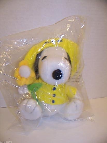 Amazon Com Peanuts Metlife Plush 6 5 Snoopy In Yellow Rain Jacket