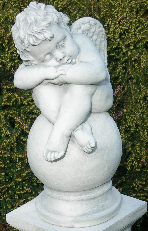 Beton Figuren Statue Engel schlafend auf ionischer S/äule H 76 cm Dekofiguren und Gartenskulpturen