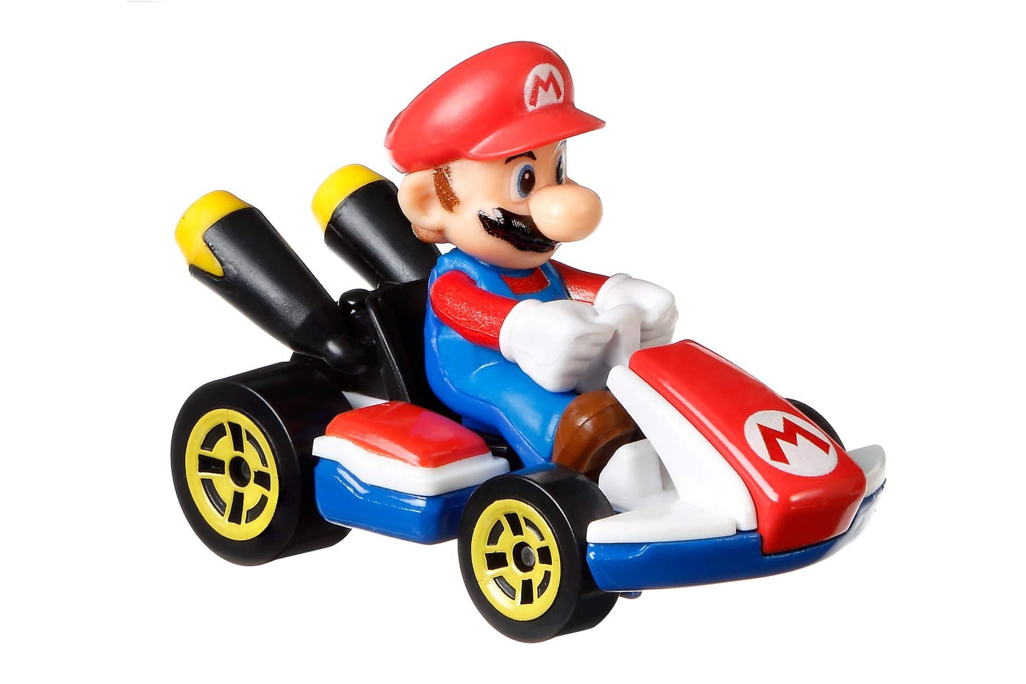 Hot Wheels GBG26 Mario Kart 1:64 Die-Cast Mario with Standard Kart Vehicle