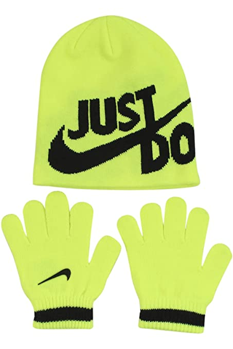 66a73e73b96 Amazon.com  Nike Boy`s Knit Beanie   Gloves Set  Sports   Outdoors