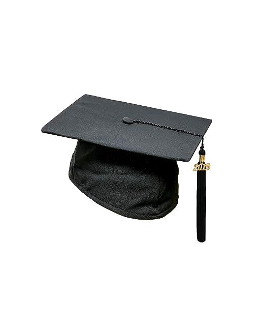 Cappello da laurea con nappe e ciondolo data 2018  Amazon.it  Abbigliamento 090f1d7041cd
