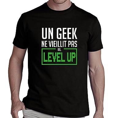 Tee shirt Un Geek ne vieillit pas il level