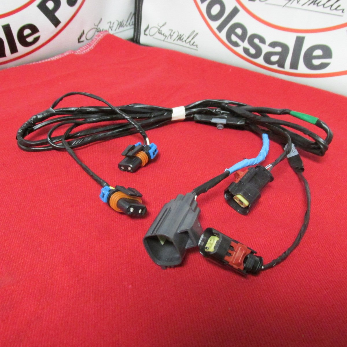 710Nvita7%2BL._SL1200_ amazon com 2005 2010 chrysler 300 front fog lamp wiring harness chrysler wiring harness at bakdesigns.co