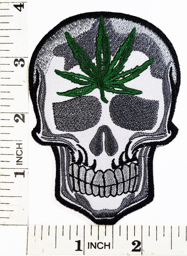 Símbolo de calavera motorista de marihuana hierba Pot Leaf