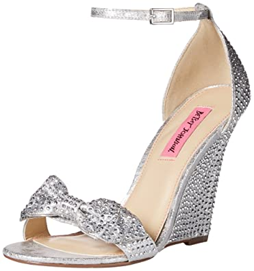 betsey johnson    's delancyy wedge sandale tong a267b2