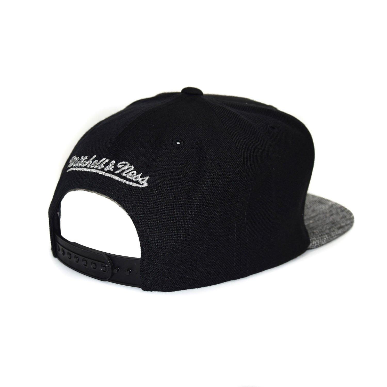 save off e985c b5d91 Amazon.com  Mitchell   Ness Minnesota Timberwolves BH72 Woven TC Snapback  Cap Kappe Basecap Black Grey  Clothing