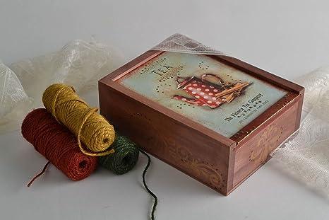 Caja de te decorada segun la tecnica de decoupage hecha a mano de madera
