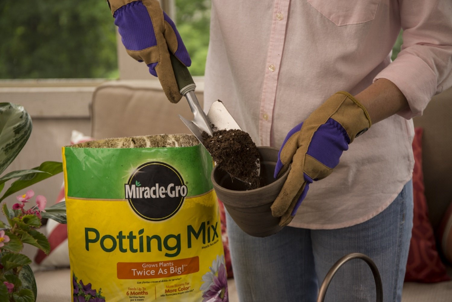 Amazon.com : Miracle-Gro Potting Mix 8 QT MGRO POTTING MIX : Garden ...