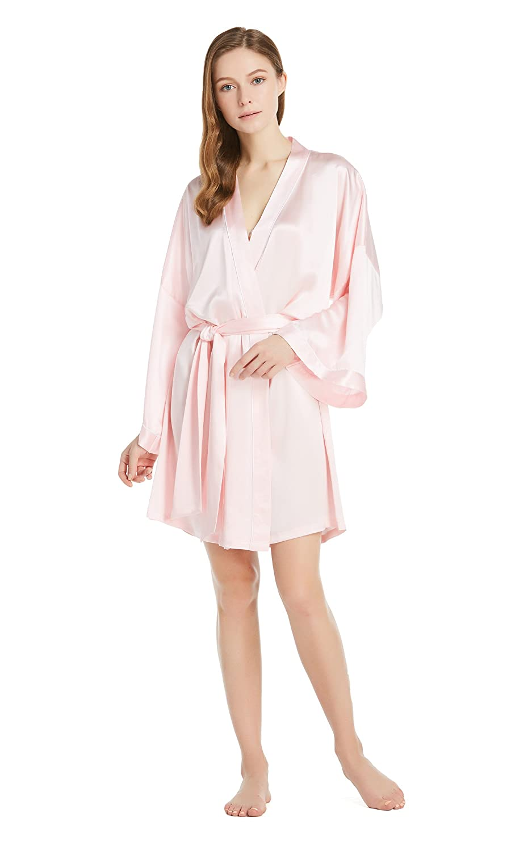 30a3bc45e8 LilySilk Women s Silk Robe Kimono Japanese Style Bathrobe 22 Momme Loose  Piping Mulberry Charmuese Wedding at Amazon Women s Clothing store