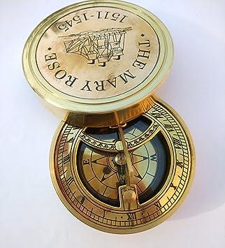 ad64163f54bc Brújula vintage y dial de sol de la colección Era para senderismo ...