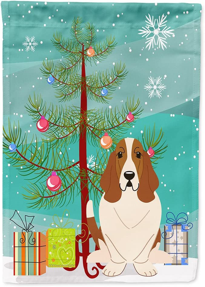 Caroline's Treasures BB4146GF Merry Christmas Tree Basset Hound Flag Garden Size, Small, Multicolor