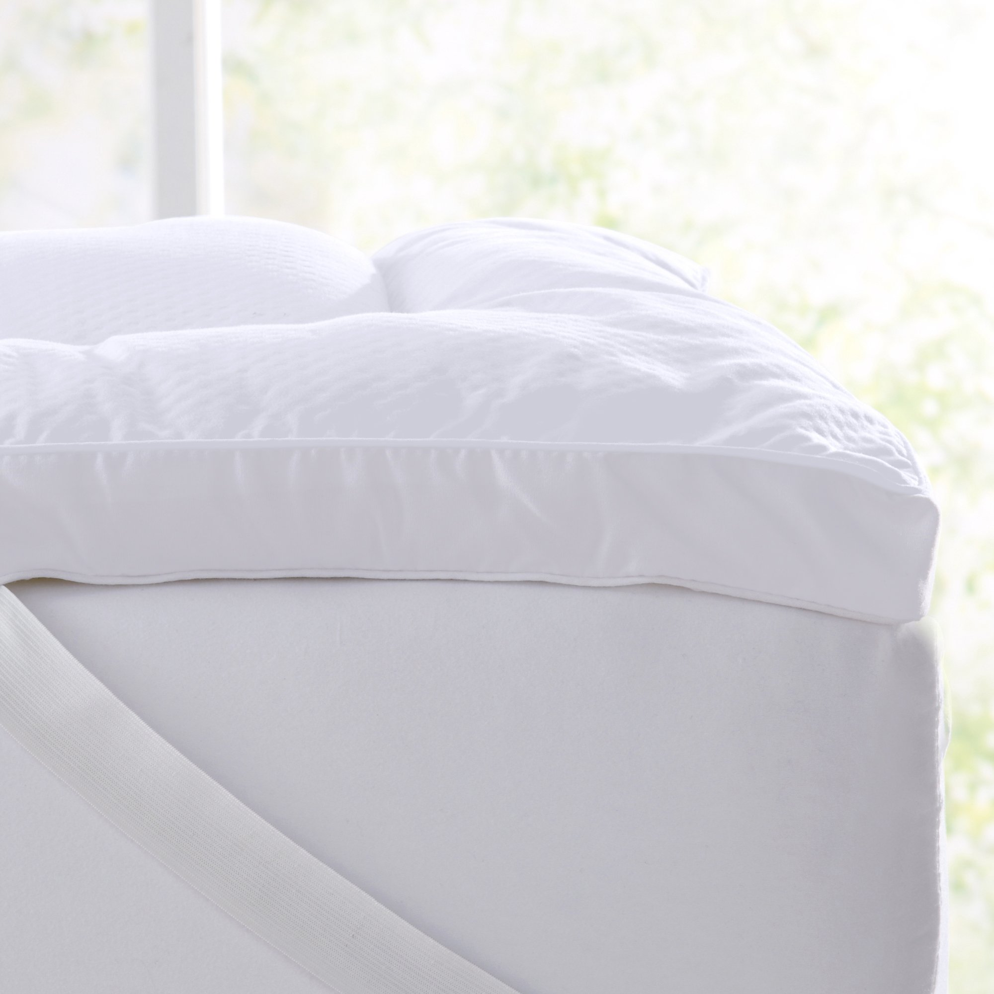 Great Bay Home Ultra-Soft King Mattress Topper. Hypoallergenic Down Alternative Featherbed- Plush 2 Inch Thick Mattress Pad Cover. Fits Mattresses up to 18'' Deep. By (King, White) by Great Bay Home