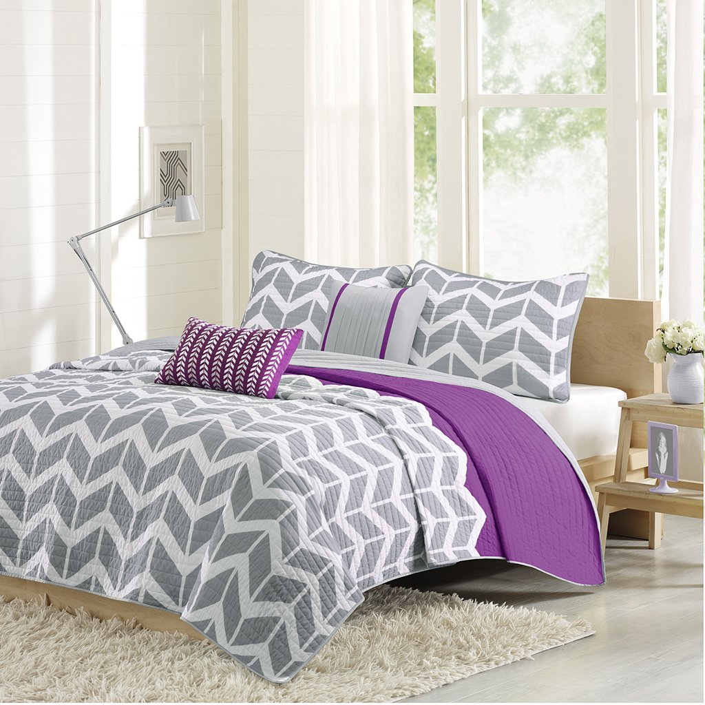Intelligent Design Nadia Twin/Twin XL Size Quilt Bedding Set - Purple, Chevron – 4 Piece Bedding Quilt Coverlets – Ultra Soft Microfiber Bed Quilts Quilted Coverlet