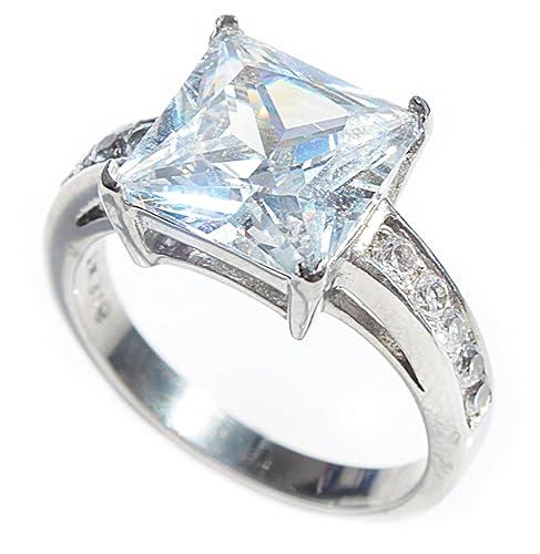 design innovativo a532c 1c72b Elegante anello 5,60 carati, dal taglio principesco, con ...