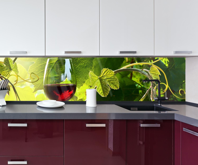 Kuchenruckwand Glas Mit Rotwein Im Weinberg Nischenruckwand