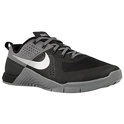new style 09db2 a805a Amazon.com   Nike Metcon 1 Mens Cross Training Shoes (8 M US, Black Metallic  Siver)   Fitness   Cross-Training