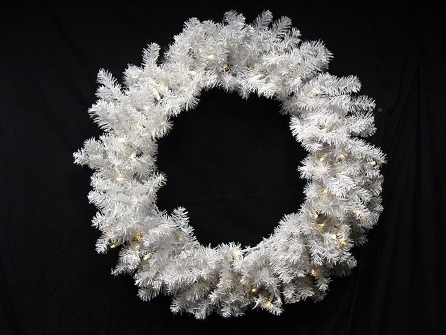Darice 24'' Battery Operated Pre-Lit LED Snow White Christmas Wreath - Clear Lights