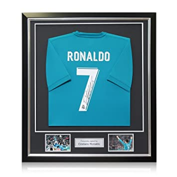 exclusivememorabilia.com Camiseta de Fútbol del Real Madrid ausente firmada por Cristiano Ronaldo. En