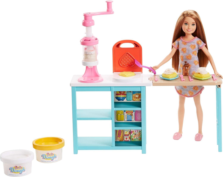 Barbie Muñeca Stacie y su desayuno, accesorios muñeca (Mattel FRH74)