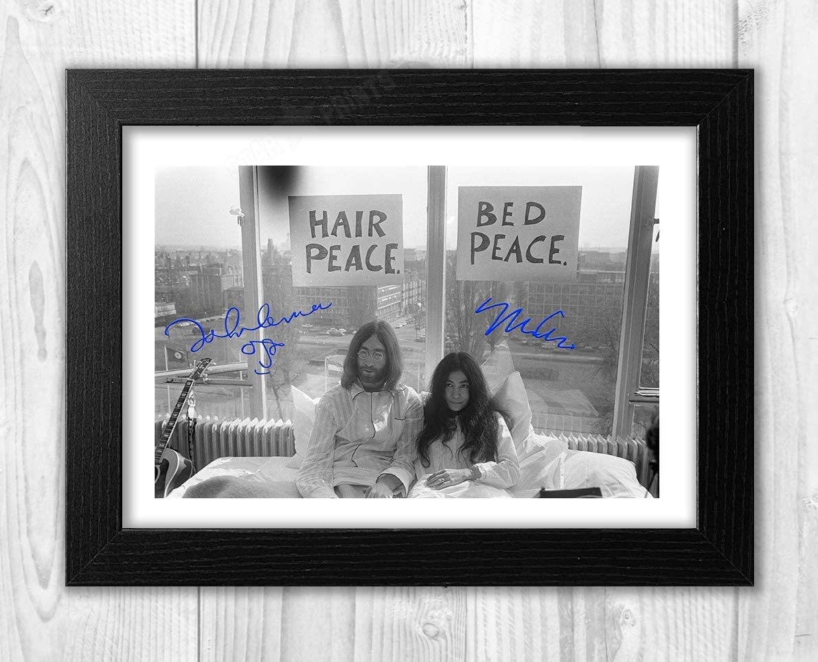 Amazon Com Engravia Digital John Lennon Yoko Ono 1969 Bed Protest Reproduction Signature Poster Photo A4 Print Black Frame Posters Prints