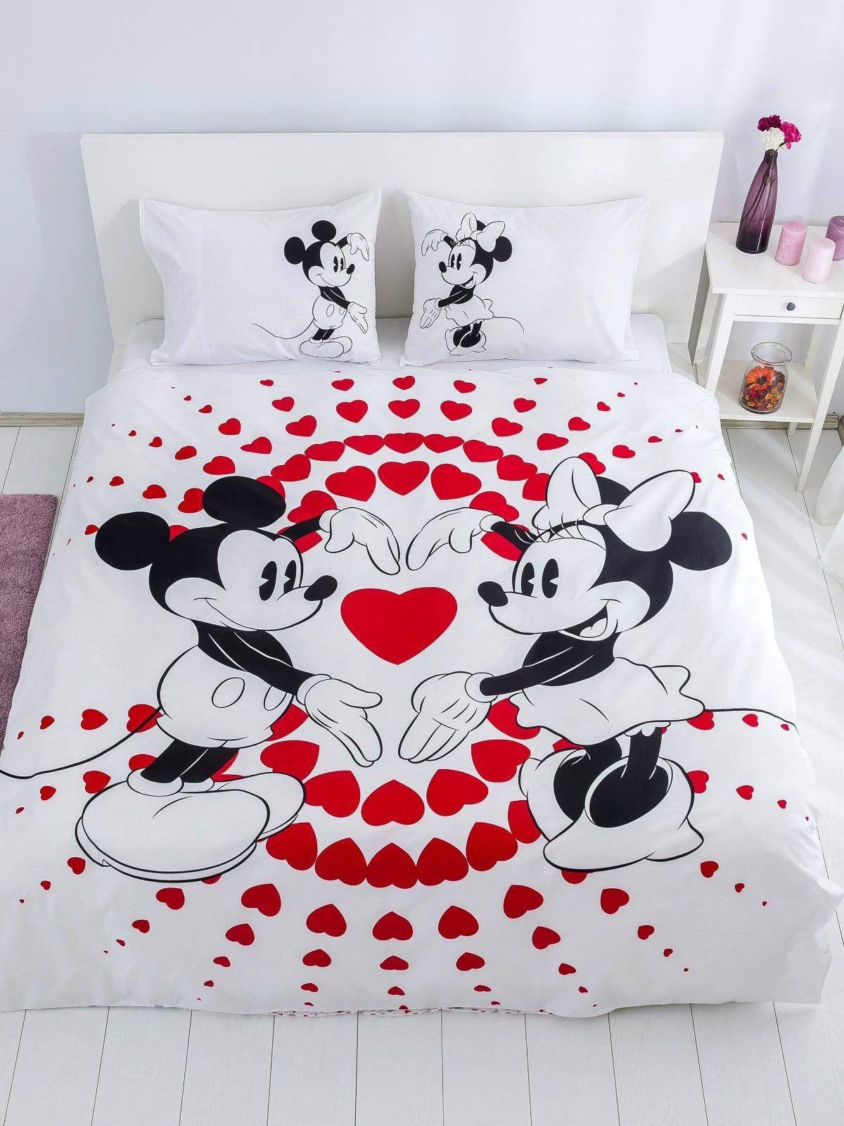 Minnie Mickey Mouse Bedding Set, Love Hearts Themed Quilt/Duvet Cover Set with Fitted Sheet, Reversible, Single/Twin Size, Red Black White, Comforter Included (4 PCS)