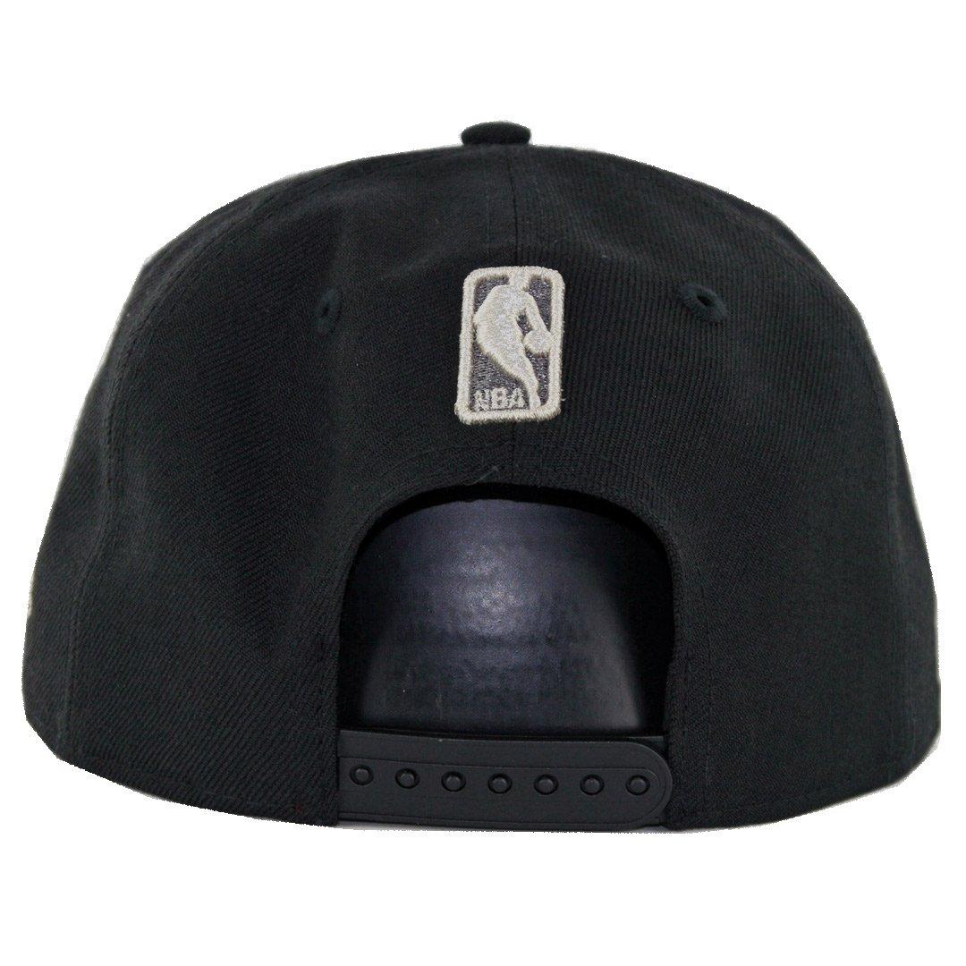 brand new c3d72 019c3 Amazon.com   New Era 9Fifty Boston Celtics Metallic Snapback Hat (Black) Men s  NBA Cap   Sports   Outdoors
