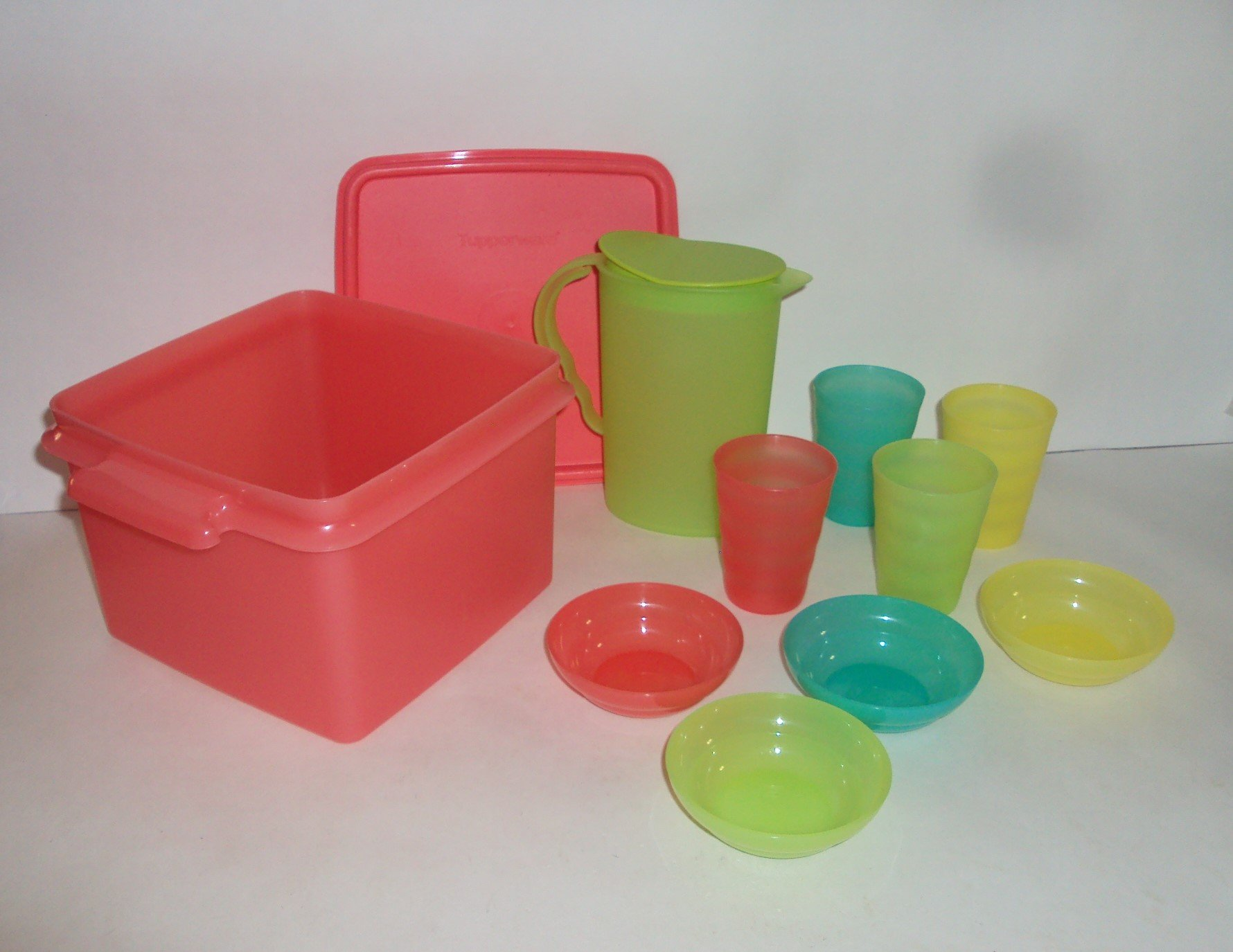 Tupperware Mini Party Serving Set Play Dishes with Carrying Case