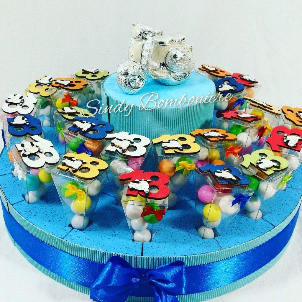 Idee Bonbonniere Kuchen Cones Cones Cones Plexiglas zum 18. Geburtstag 18 Jahre Vespa Magnet a95839