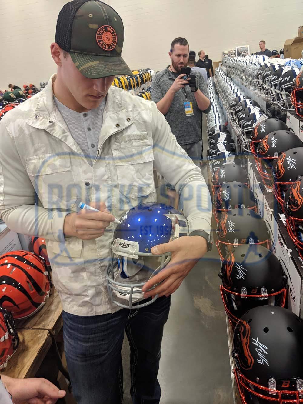 Leighton Vander Esch Autographed//Signed Boise State Broncos Schutt Full Size Halloween NCAA Helmet