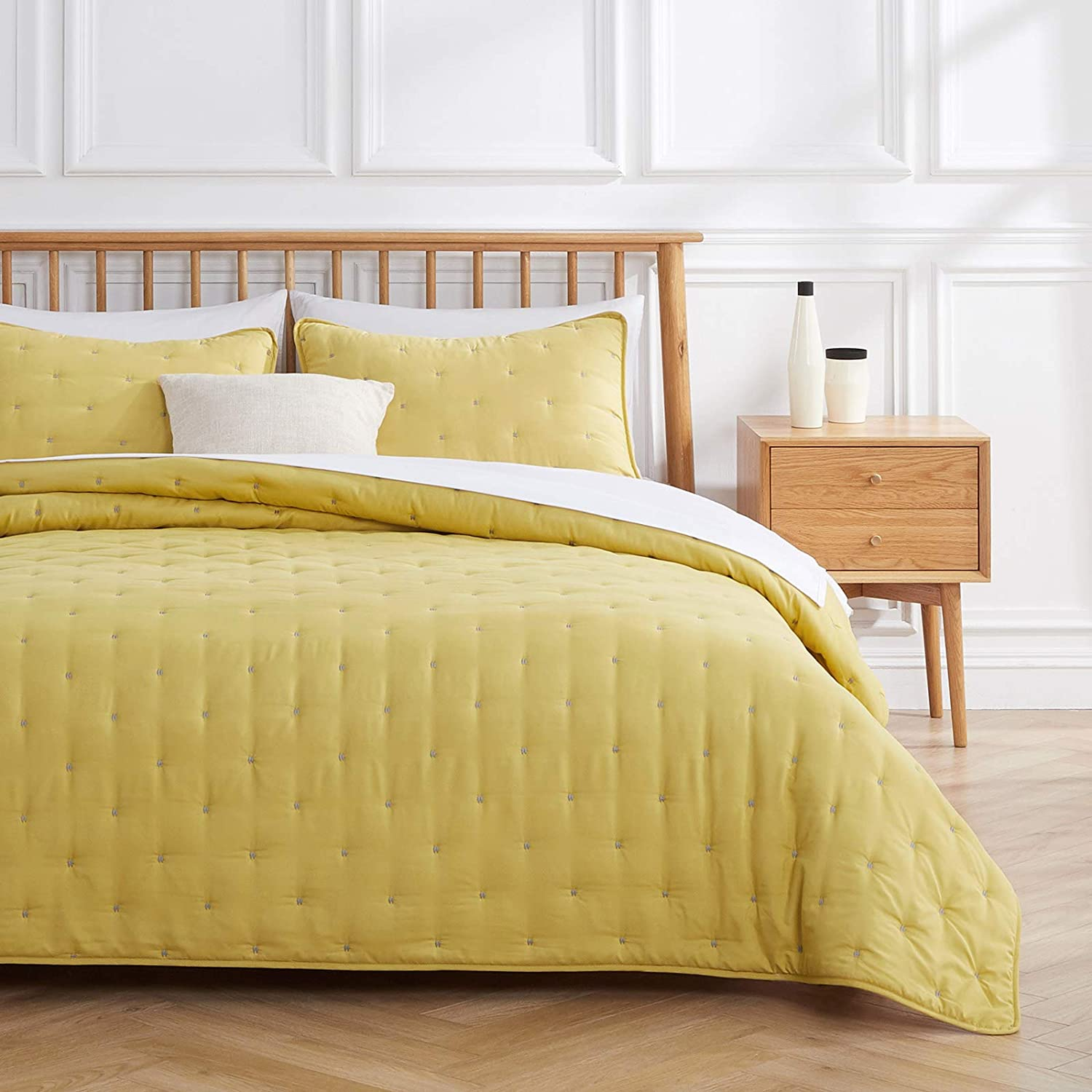 VEEYOO Quilt Sets Queen Bedspread - Yellow Quilt Queen (92x92 inches) Unique Stitches Pattern Quilting Bedspread, 3-Piece Lightweight Coverlet for All Season, 1 Quilt 2 Shams