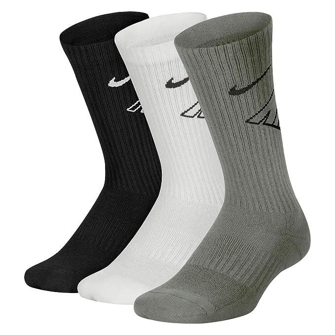 Amazon.com  Nike Boy`s Performance Cushioned Dri FIT Crew Socks 3 ... 7b02b3d2c4cf