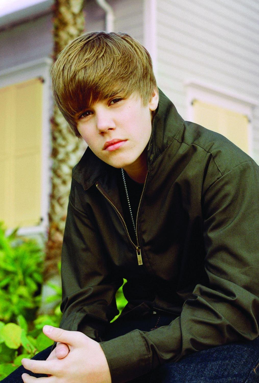 Under The Mistletoe (Deluxe Edition) - Justin Bieber: Amazon.de: Musik