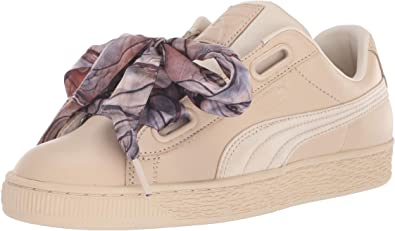 Contrato montaje enaguas  Amazon.com | PUMA Women's Basket Heart Sneaker | Fashion Sneakers