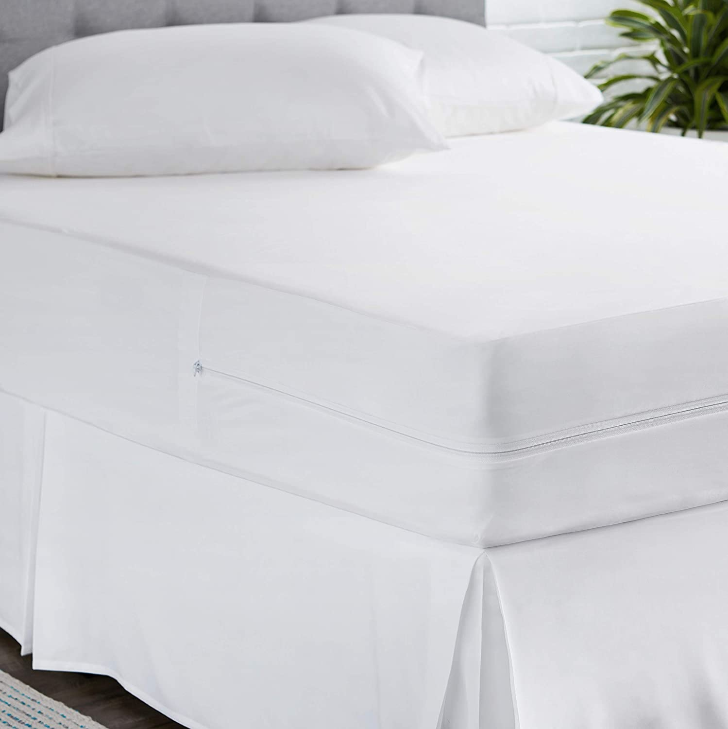 AmazonBasics Fully-Encased Waterproof Mattress Cover Protector, Twin, Low Profile 9 to 12-Inch Depth