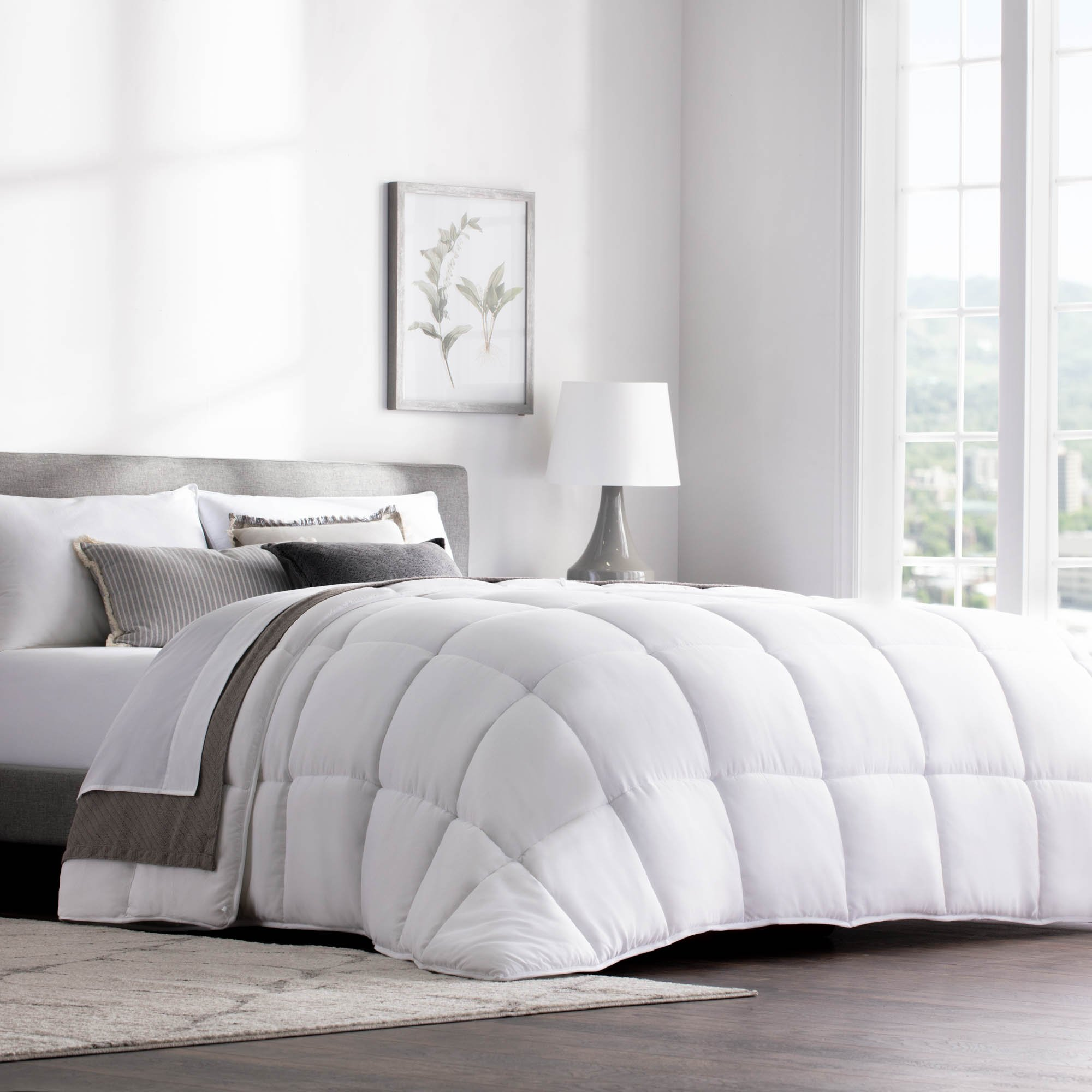 WEEKENDER Quilted Down Alternative Hotel-Style Comforter - Use as Duvet Insert Stand-Alone Comforter - Hypoallergenic - Great All Seasons - Corner Duvet Tabs - Full - Classic White