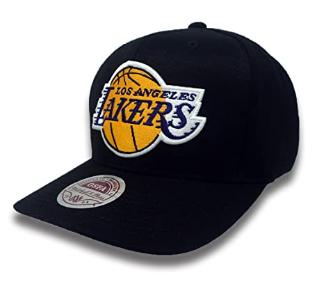 Amazon.com  Mitchell   Ness Los Angeles Lakers Peak Flexfit Hat (Black Yellow)   Sports   Outdoors 67a836057d31