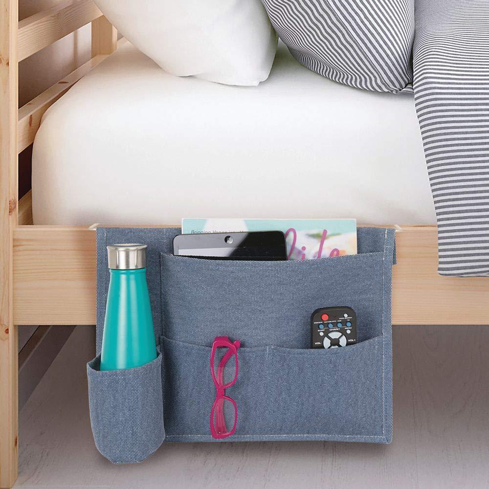 mDesign Juego de 2 Bolsillo organizador para colgar en la cama Guardatodo ideal como complemento de mesillas de noche o bandeja de cama Con 4 bolsillos para guardar diarios revistas y m/ás
