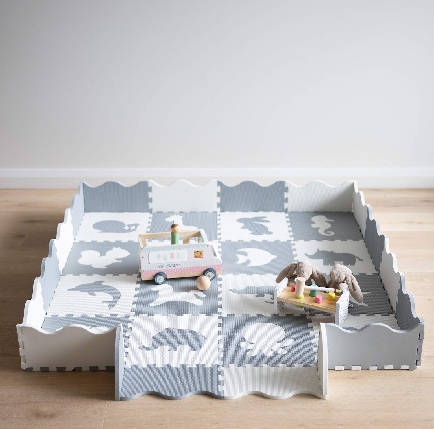Baby Playmat with Fence by Oliver & Lola (Animal Series). 16 Interlocking Foam Floor Tiles Made of Baby-Safe Non-Toxic EVA. Crawling Mat for Nursery and Playpen.
