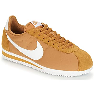online store 94c8e 592db NIKE Men s Classic Cortez Nylon Low-Top Sneakers, Multicolour (Muted  Bronze White
