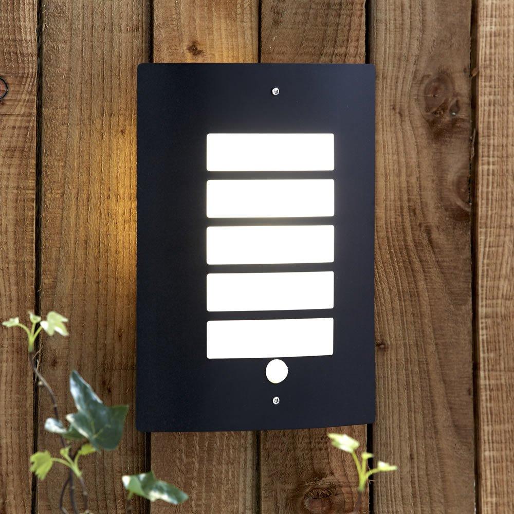 Biard E27 Wandlicht – Gehäuse aus schwarzem Edelstahl – PIR Bewegungsmelder – Perfekt für Vorhöfe und Gärten – IP44 Schutzklasse – CE und RoHS geprüft