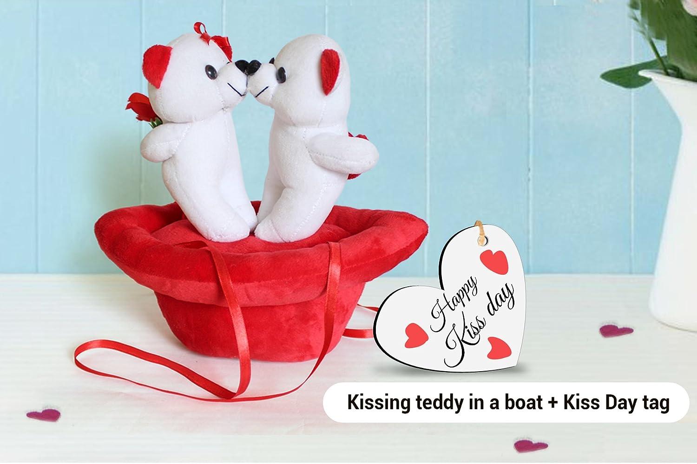 IndieHeights Kiss Day - Paquete de Peluche para Novia, Esposa y Ella (Etiqueta de Madera con Texto en inglés Kissing Teddy: Amazon.es: Hogar