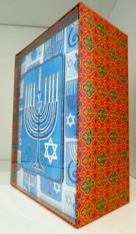 Punch Studio Studio Studio Decorative Hanukkah Cards - Blau Menorah - Box of 12 Cards and Lined Envelopes by Punch Studio B00I78PV4C | Maßstab ist der Grundstein, Qualität ist Säulenbalken, Preis ist Leiter  | Zu verkaufen  | Ästhetisches Aussehen  dfe7f1