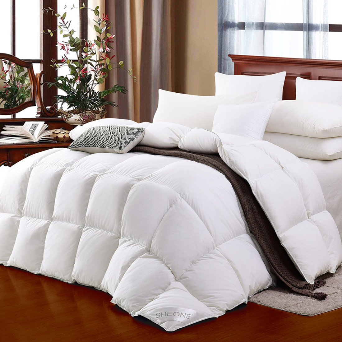 SHEONE All Seasons Lightweight White Goose Down Comforter-650 Fill Power-100% Cotton Shell Down Proof-Solid White Hypo-allergenic Duvet Insert With Tabs (King)